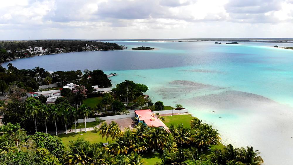 Mexiko-Bacalar-schwimmen-Lagune-Cocalitos-drohne