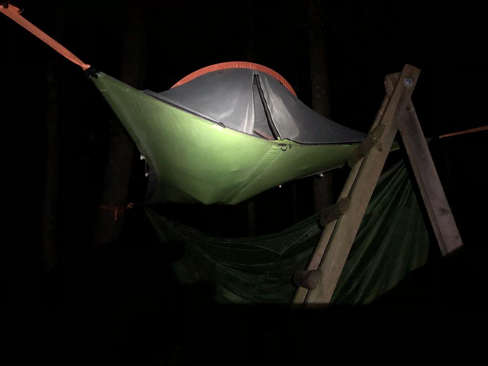 baumzelt-EifelAdventures-bei-nacht