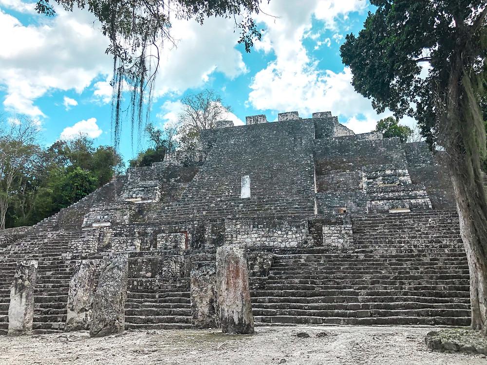 Mexiko-Calakmul-Ruinen-Maya-Tempel-Anfahrt
