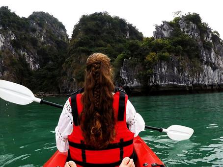 Vietnam: Schifffahrt durch die wunderschöne Bai Tu Long Bay / Halong Bay