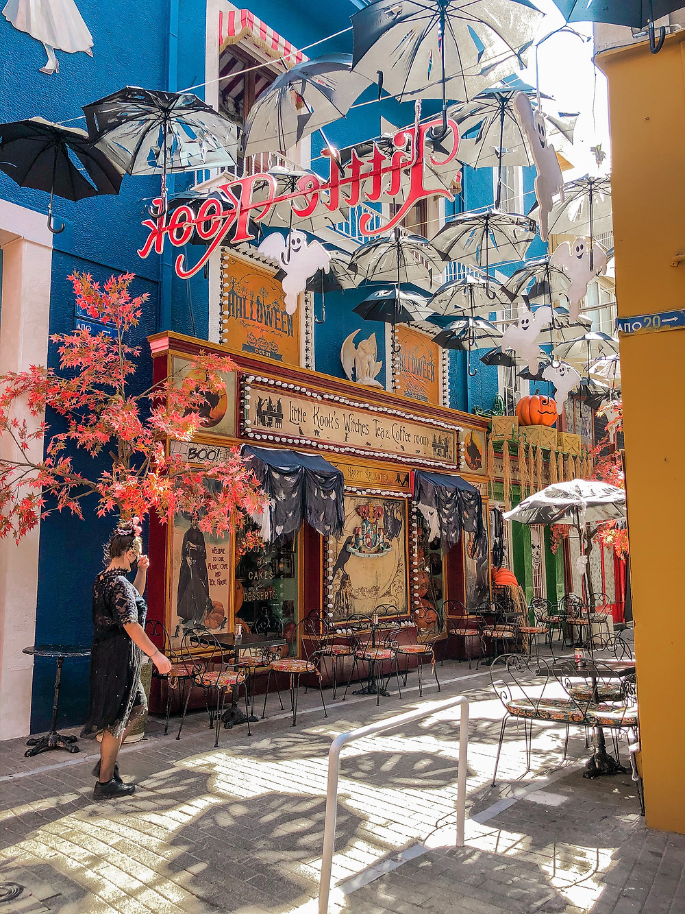 Athen-regenschirm-gasse-Cafe-little-KooK