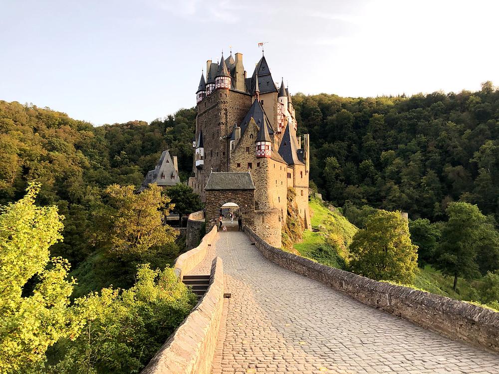 Wanderweg-Burg-Eltz-am-romantischen-Eltzbach-hinauf-Ringelsteiner-Mühle