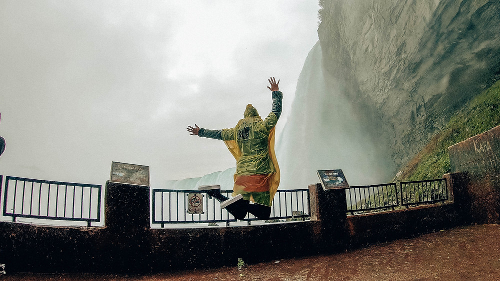 Kanada-Niagarafälle-Urlaub-Reisebericht-Hotel-Unternehmungen-behind-the-falls
