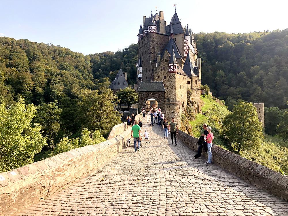 Burg-Eltz-Burgführung-wanderweg-eltzbach-Ringelsteiner-Mühle