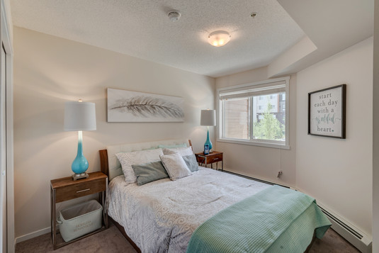 Radius - 1 Bedroom + Den