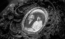 ghost-presenter-425395.jpg