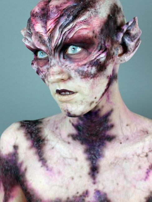 V Nixie as an Alien