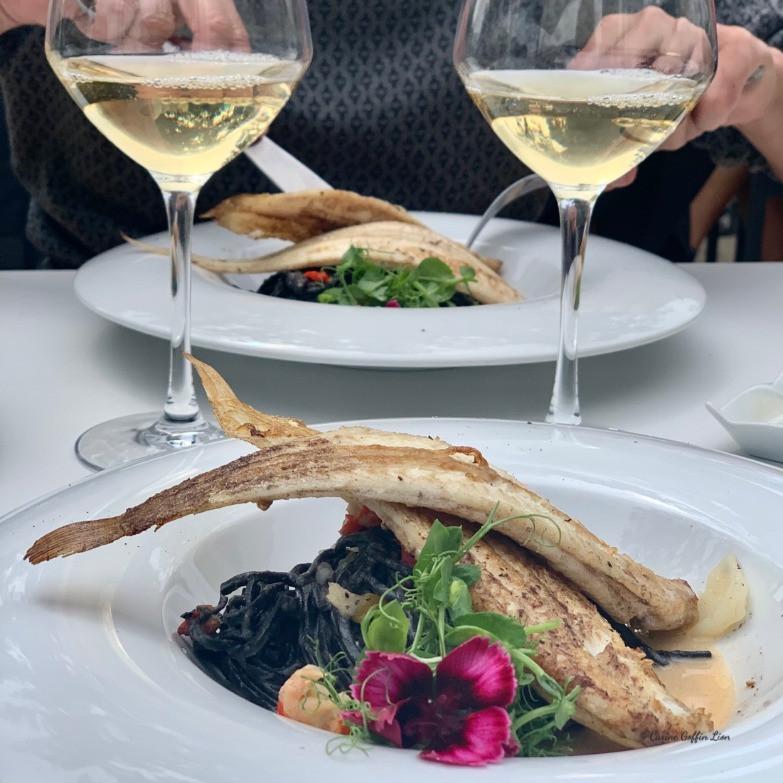 Brasserie des Lacs, Golden Lakes Village, Lacs de l'Eau d'Heure, notre plat, Solettes et tagliolini à l'encre de seiche sauce écrevisse