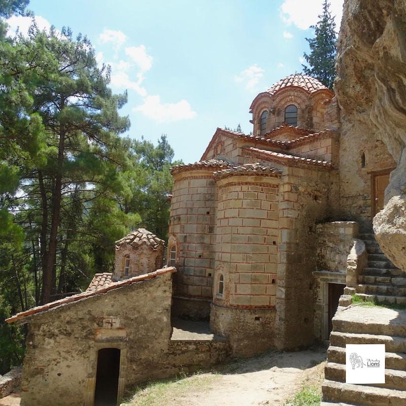 Le Peribleptos, monastère construit contre la roche et  situé à l'opposé de celui du Brontochion, Mystra