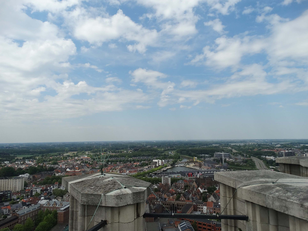 Vue panoramique en haut de la tour de la cathédrale saint Rombaut à Malines, sur le skywalk