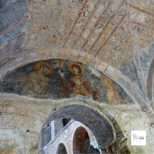 la vierge source de vie, fresque murale de l'église de l'hoghiditria, dans la cité byzantine de  mystra, dans le peloponnese
