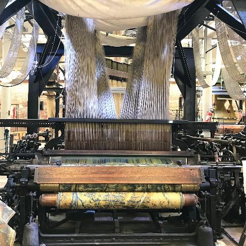 Photo d'une machine à tisser Jacquard, dans l'ancien atelier de la manufacture Craie, maintenant un musée à Roubaix