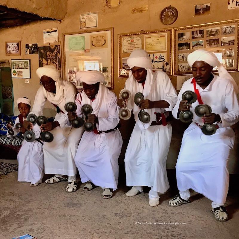 Merzouga,Musiciens et danseurs de Gnawa, musique éthique du sud marocain.