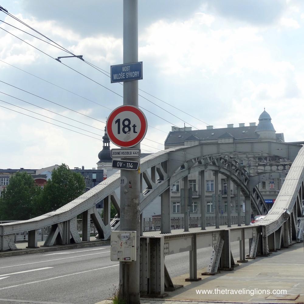 Témoin du passé industriel de la région, ce pont métallique a une allure toute particulière. Ostrava, République tchèque. Idée de voyage insolite au départ de Prague ou de Cracovie.
