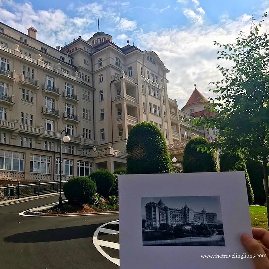 Une petite photo de l'ancien hotel impérial dans une grande, avec a l'arrière plan, le nouvel hotel Imperial, Karlovy Vary