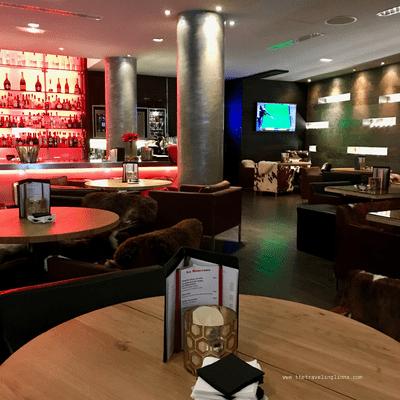 Bar de l hotel 5 étoiles avenue Lodge a val d'isere, en Savoie (lignes), station de ski chic et  charme dans les alpes françaises