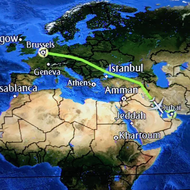 Trajet Bruxelles-Dubai, visualisé sur l'écran interactif du Boeing 777 d'Emirates.