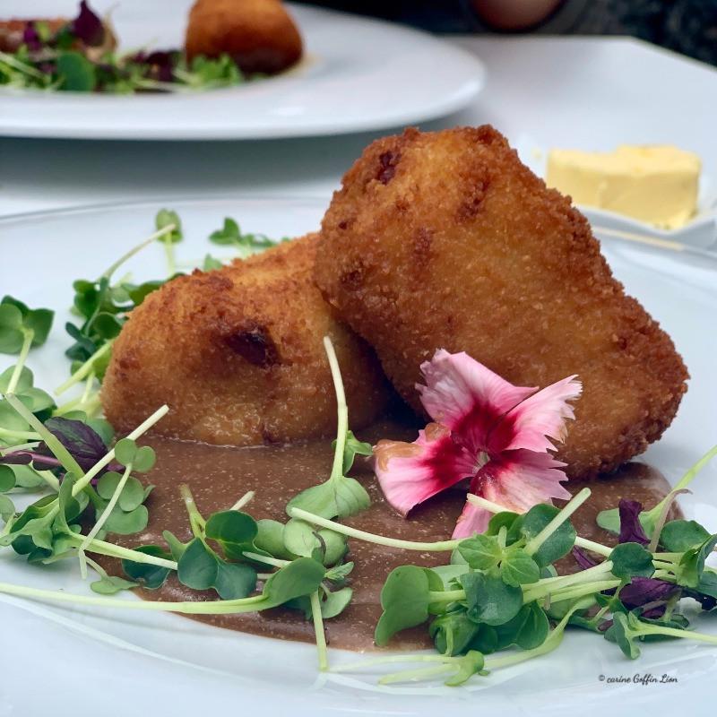 Notre entree  a la Brasserie des Lacs au Golden Lakes Village - Lacs de l'Eau d'Heure -Croquettes de coucou de Malines, réduction de foie gras et crème balsamique