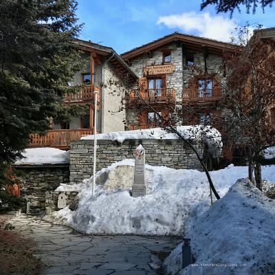dans les ruelles de charme du vieux village de montagne typique de val d'Isère
