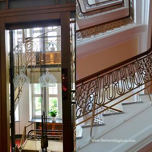 ascenseur et escalier de l'hôtel impérial , a Karlovy var