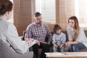 Accompagner un droit de visite médiatisée : comment occuper sa place ?