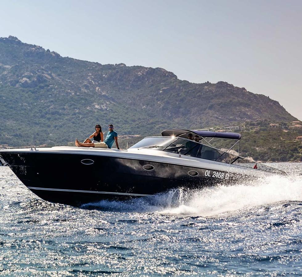 yacht_service_sardinia_itama_40_1.jpg