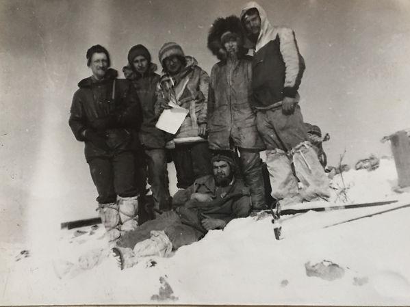 Члены турклуба на вершине Баджала