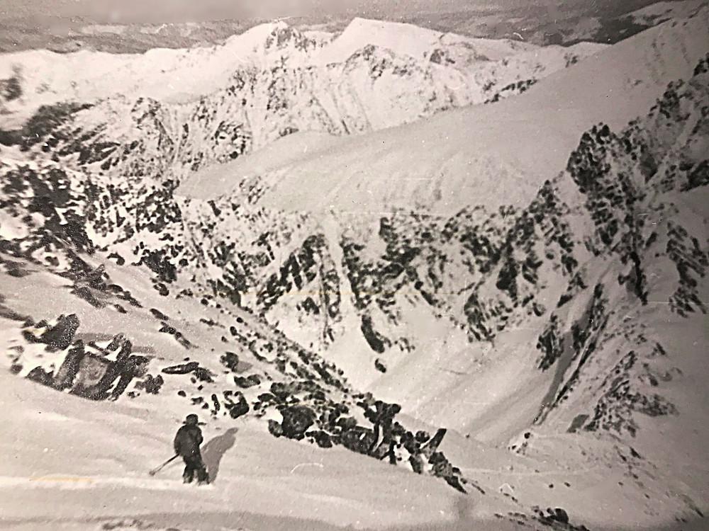 Чтобы не ломать ступени с перевала спускаемся прямо вниз — Туристический поход в район хребта Дуссе-Алинь 1986 год — Блог Сергея Чеботова
