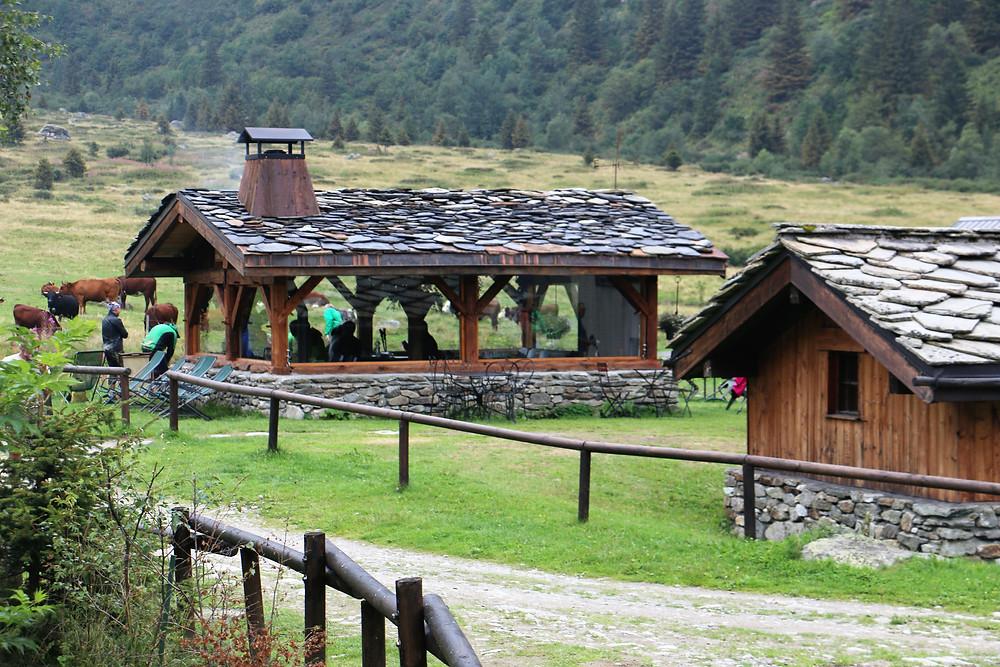 Кафе в альпийской деревне | skitour.club | Блог Сергея Чеботова
