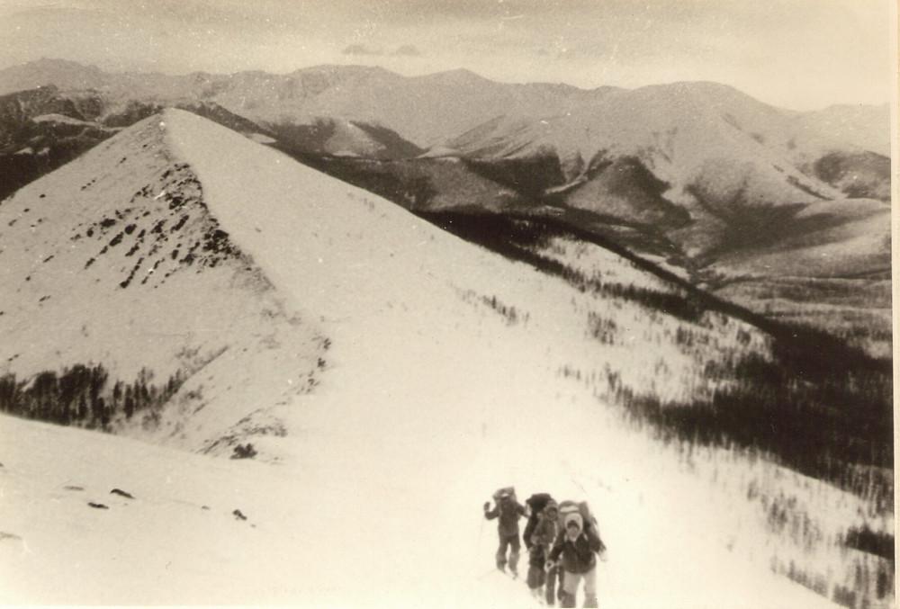 Подъем на гребень — Туристический поход в район хребта Дуссе-Алинь 1986 год — Блог Сергея Чеботова