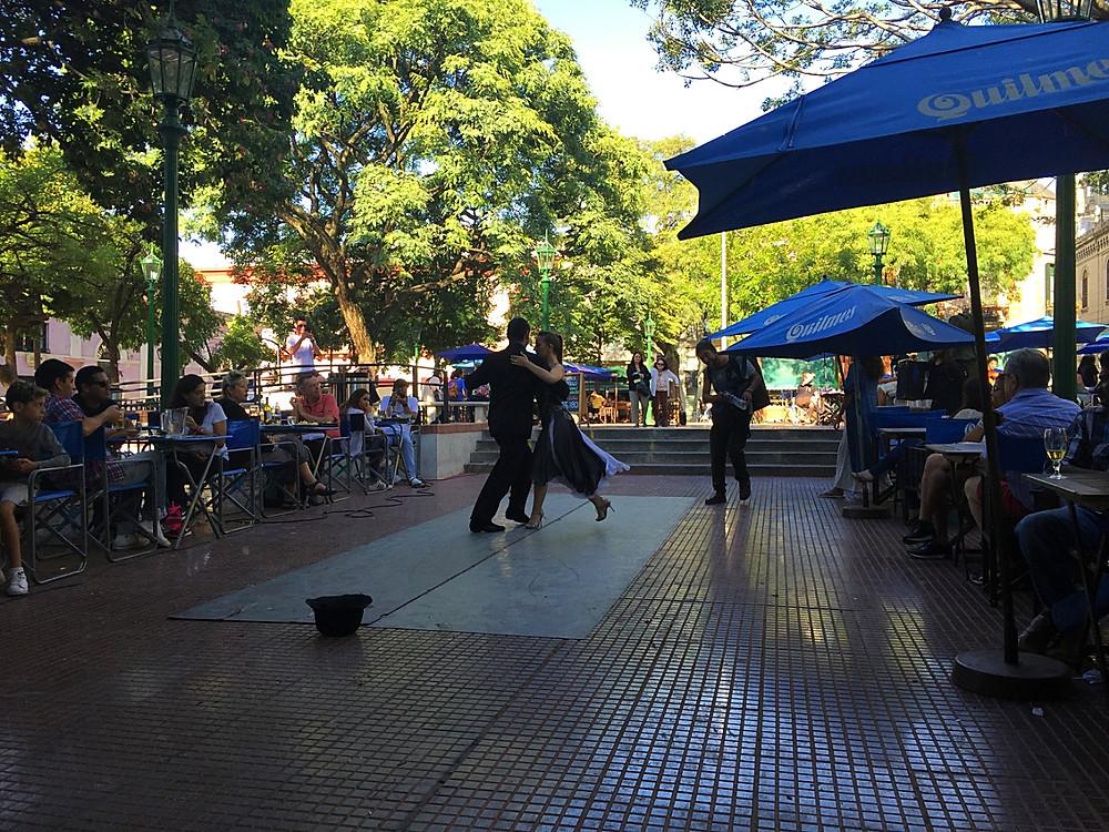 В любом уличном кафе Буэнос-Айрса можно увидеть пары, танцующие танго — Блог Сергея Чеботова