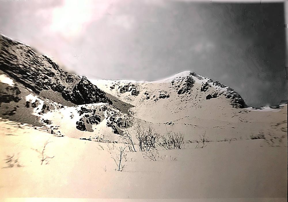 Верховья р. Курайгагна, справа перевал XXVII съезда КПСС (№5, рис.4), слева Кербинский перевал (№6, рис.4).