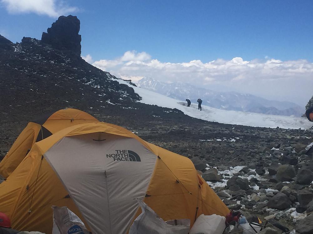 Лагерь Берлин колера на высоте 6000 м в Парке Аконкагуа | skitour.club | Блог Сергея Чеботова