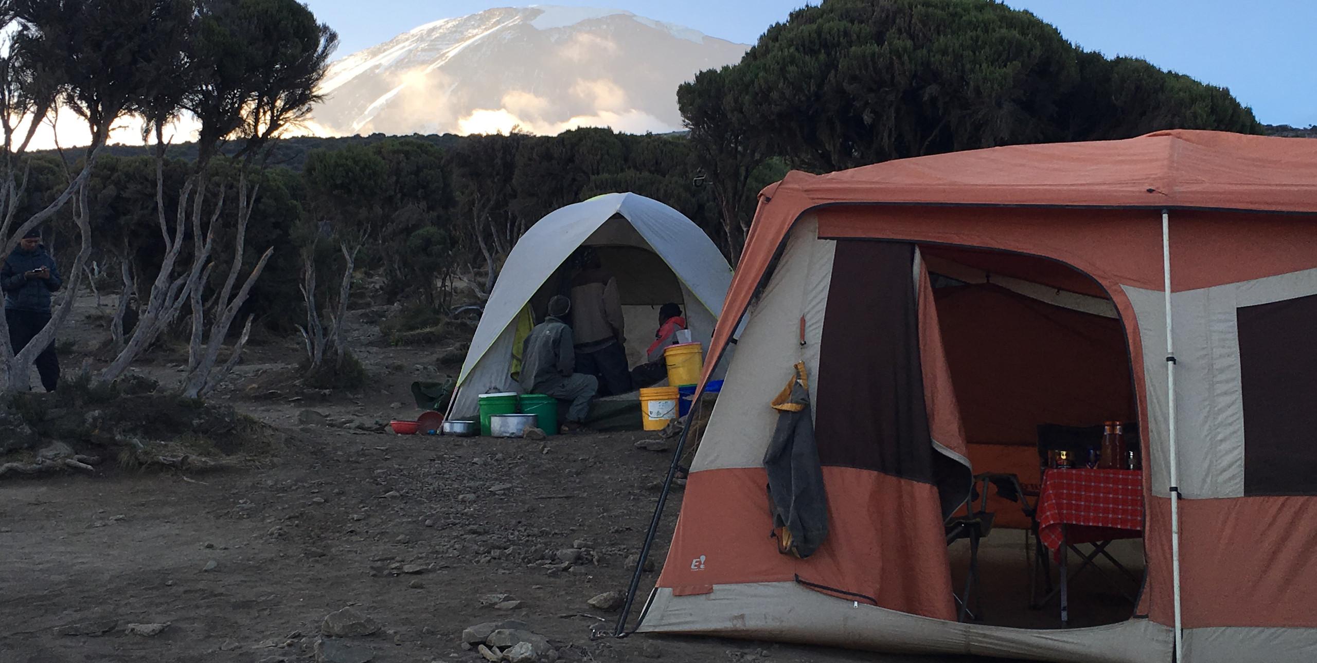 Впереди показался лагерь Миллениум — Millennium Camp (3,820 m)