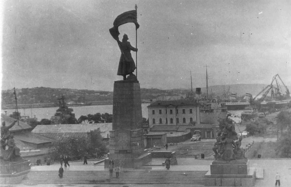 Памятник героям революции| skitour.club| Блог Сергея Чеботова