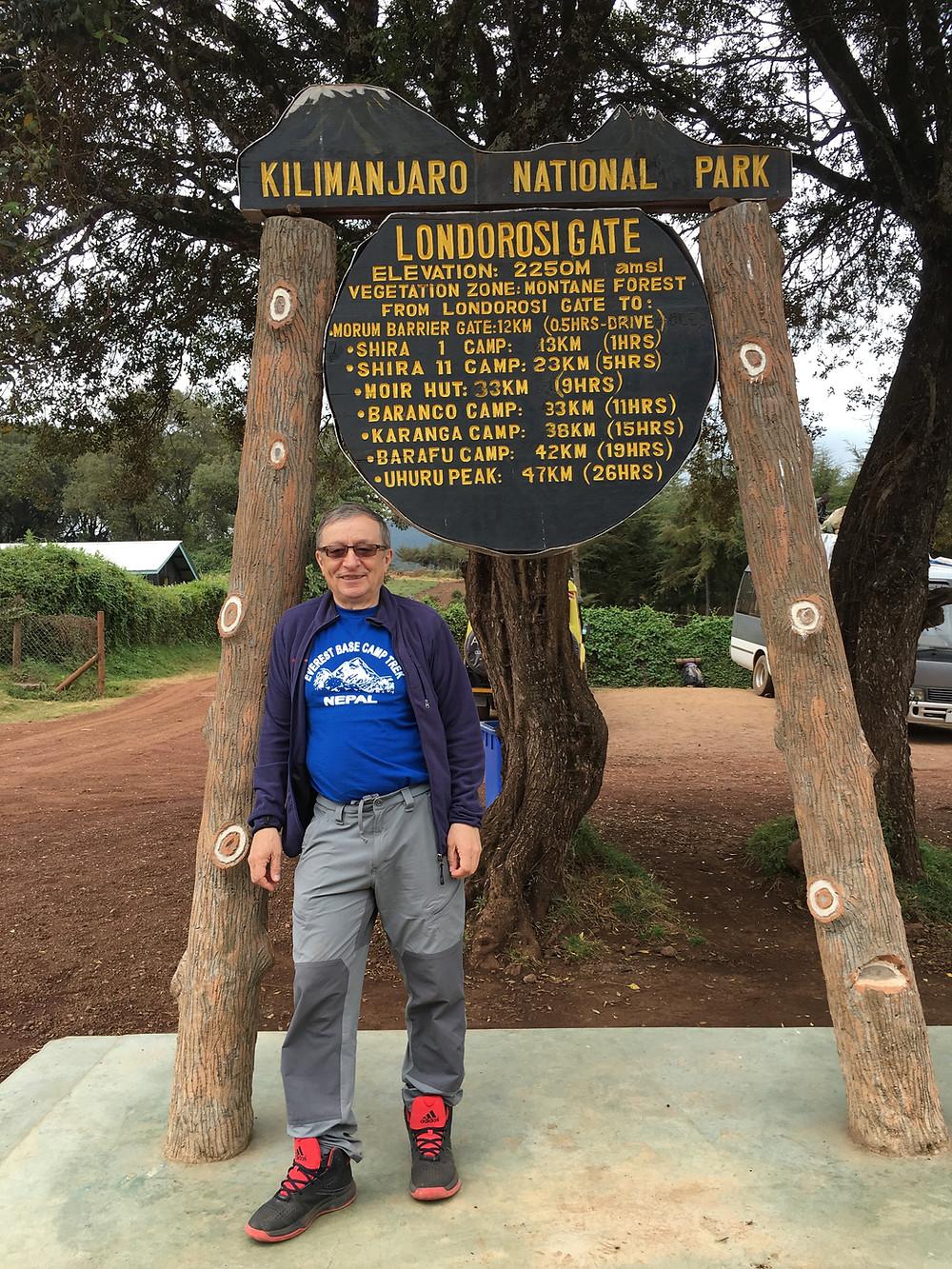 У входа в национальный парк, отсюда до вершины 47 км