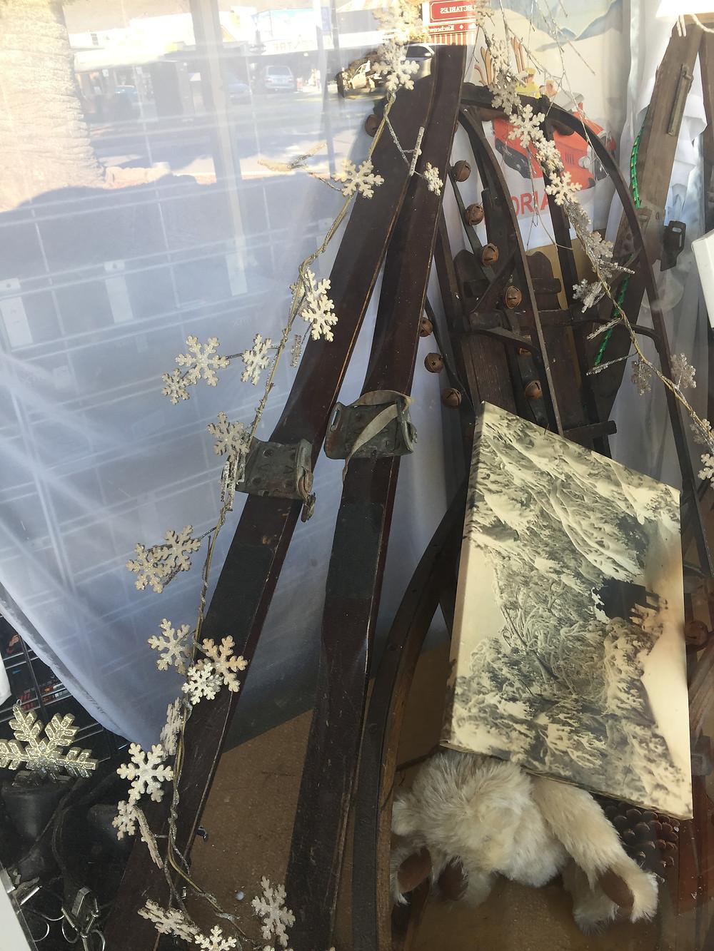 Витрина магазина туристского снаряжения| skitour.club| Блог Сергея Чеботова