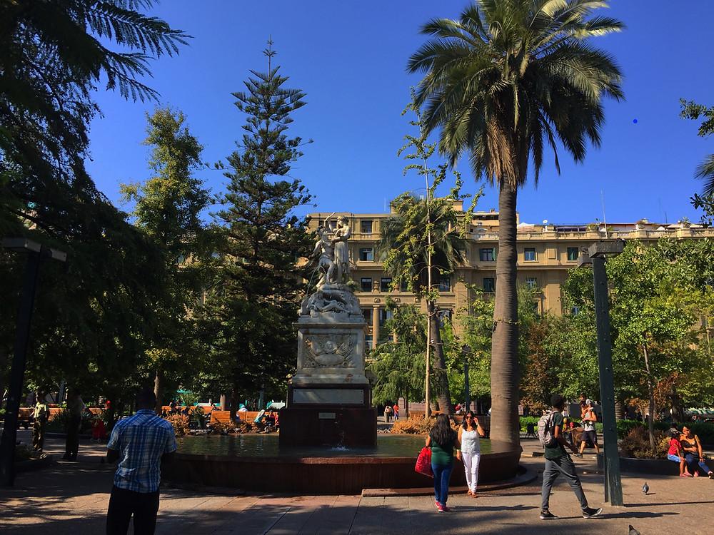 Фонтан и памятник американской свободе на площади Пласа де Армас | skitour.club | Блог Сергея Чеботова