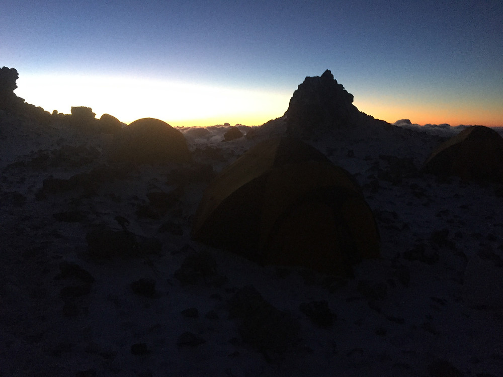 Фото сделано в 20-39, солнце уже садится, и на облаках вновь появляется тень Аконкагуа