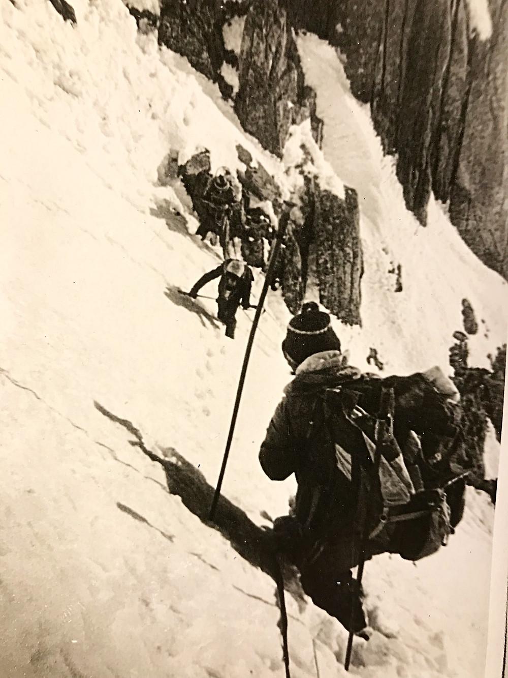 Стараемся держаться ближе к скалам — Туристический поход в район хребта Дуссе-Алинь 1986 год — Блог Сергея Чеботова