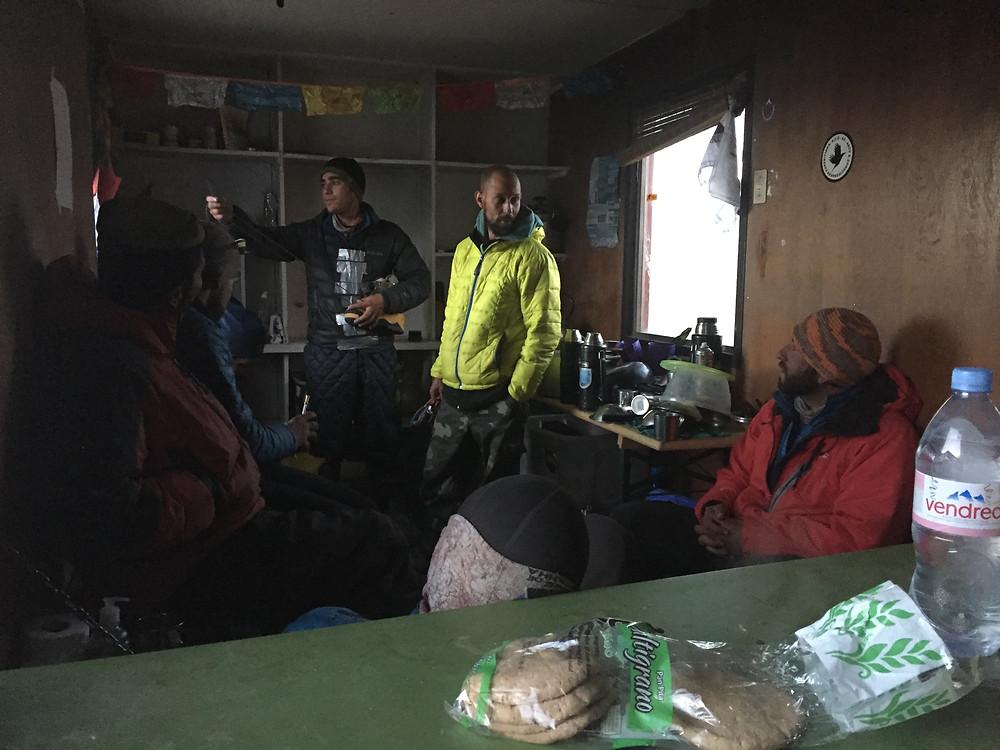 Кухня в приюте Техас | skitour.club | Блог Сергея Чеботова