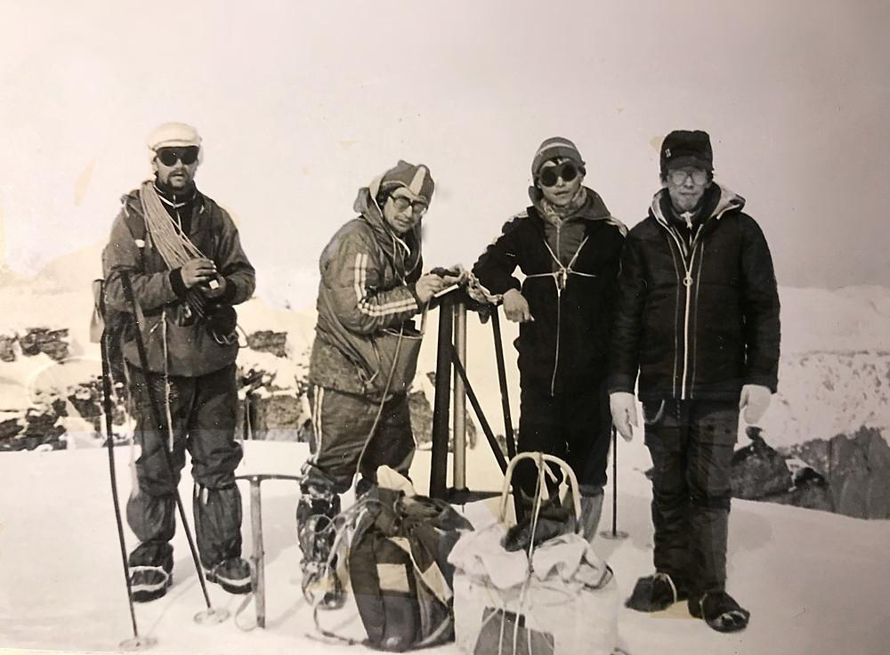 На высоте 2078 (2144) м. — Туристический поход в район хребта Дуссе-Алинь 1986 год — Блог Сергея Чеботова