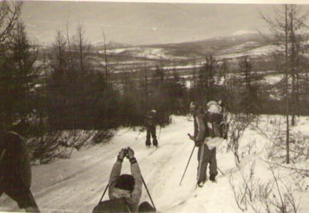 Выходим к поселку по зимнику — Туристический поход в район хребта Дуссе-Алинь 1986 год — Блог Сергея Чеботова