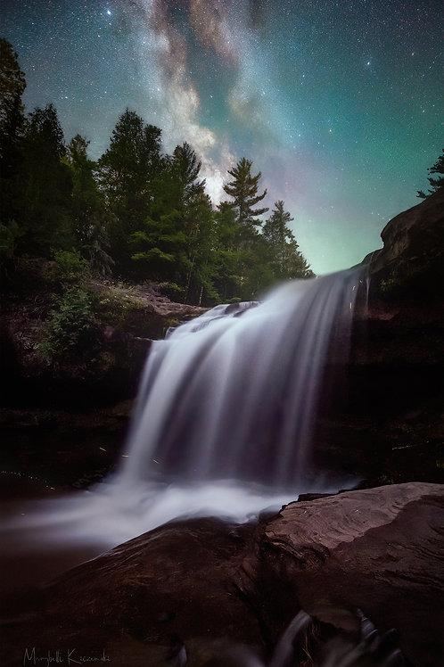 O-Kun-De-Kun Falls in the Starlight