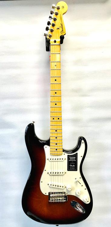 FENDER Player Stratocaster®, Maple Fingerboard, 3-Color Sunburst