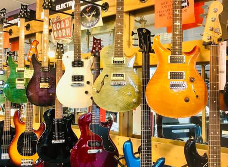 Auswahl: E-Gitarren und Bässe