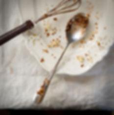 Placa con la torta de migas
