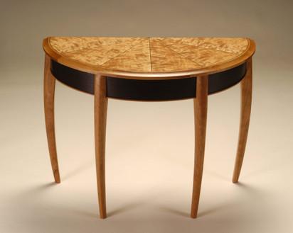 Demilune table