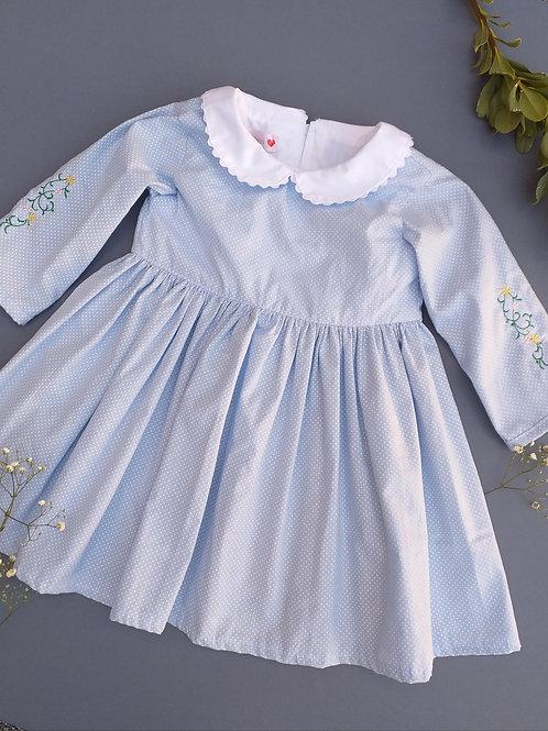 Vestido azul e poá branco manga comprida