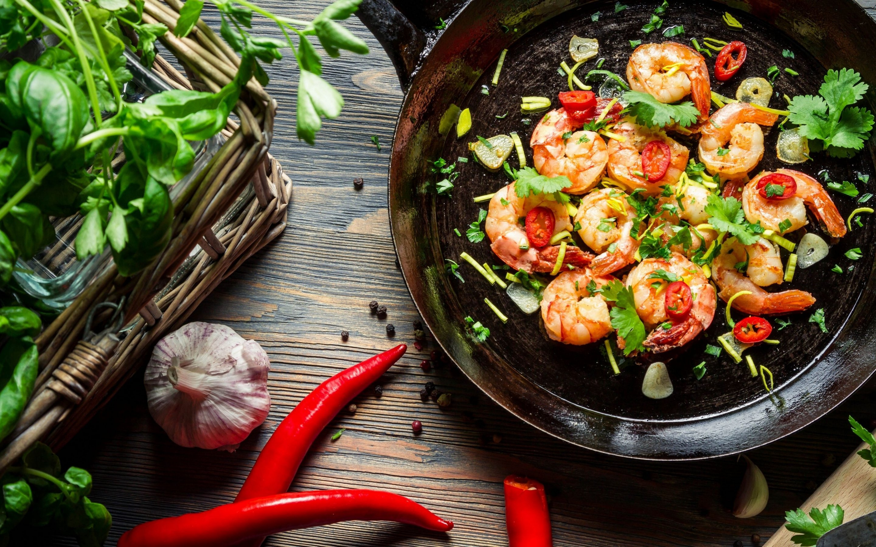 food-shrimp-herbs-woven-basket-pan-chili-garlic-parsley-2880x1800